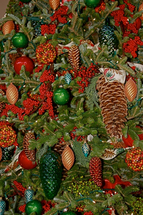 Closeup of one of the decorated trees. Love the pinecone ornaments alongside real cones!